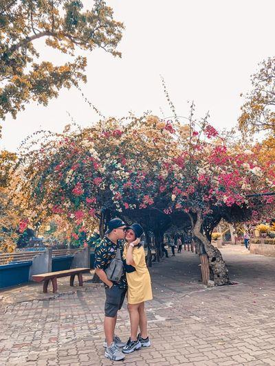 Cười vỡ bụng với album ảnh đi du lịch tại gia của cặp vợ chồng trẻ Hà Thành - ảnh 1