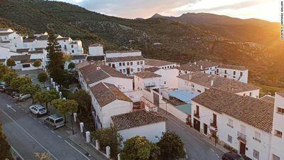 Thị trấn duy nhất ở Tây Ban Nha không có ca mắc Covid-19 nào nhờ sớm phong tỏa - ảnh 1