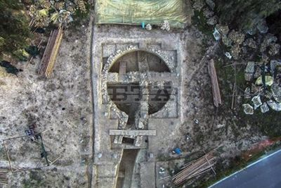 Bí mật kho báu cổ: Phát hiện 2 ngôi mộ cổ niên đại 3500 năm chứa đầy vàng, trang sức - ảnh 1