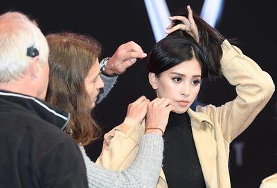 Hoa hậu Tiểu Vy tự tin xuất hiện tại buổi tổng duyệt sự kiện quốc tế - ảnh 1