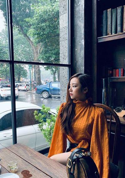 """Cận cảnh nhan sắc """"hotgirl ngủ gật"""" - CĐV xinh đẹp của ĐT Việt Nam - ảnh 1"""
