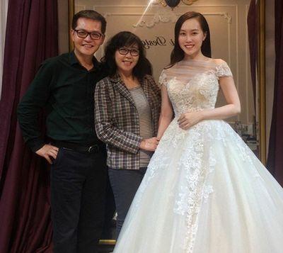 Cô dâu trẻ hơn NSND Trung Hiếu 19 tuổi ngọt ngào thử váy cưới trước hôn lễ - ảnh 1