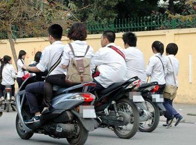 Học sinh vi phạm luật giao thông: Thiếu vắng giáo dục từ gia đình, nhà trường thêm gánh nặng - ảnh 1