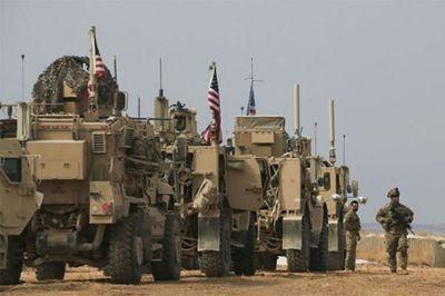 Đoàn xe quân sự Mỹ rút khỏi Syria bất ngờ bị tấn công - ảnh 1
