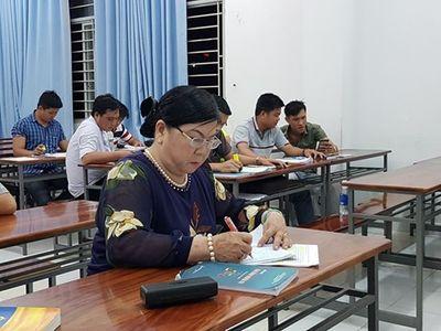 Tâm sự của nữ sinh viên đặc biệt, ngoài 60 vẫn thi đại học để giúp người nghèo - ảnh 1