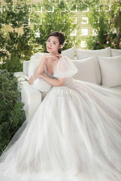 Điều gì khiến Đông Nhi chọn váy cưới của NTK trong nước cho ngày trọng đại? - ảnh 1