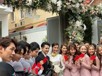 Đông Nhi rạng rỡ lên xe hoa cùng Ông Cao Thắng, trao nhau nụ hôn ngọt ngào - ảnh 1