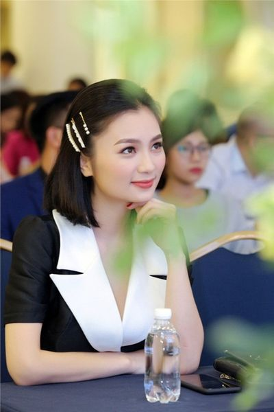 """Diệu Hương """"Hoa hồng trên ngực trái"""" khẳng định không bỏ diễn xuất, là fan cứng của bóng đá Việt Nam - ảnh 1"""