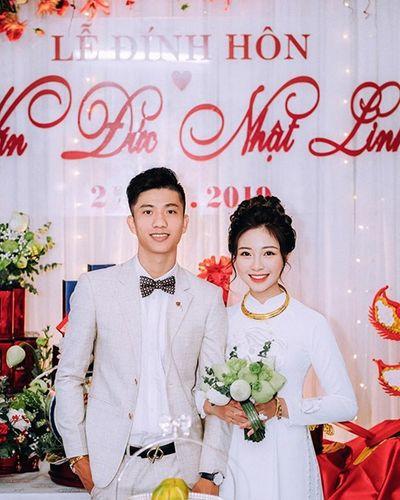 Phan Văn Đức đăng ảnh cảm ơn sau lễ đính hôn, đồng đội chúc mừng tới tấp - ảnh 1