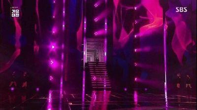 Wendy (Red Velvet) ngã từ sân khấu cao 2m, chấn thương mặt và gãy xương chậu - ảnh 1