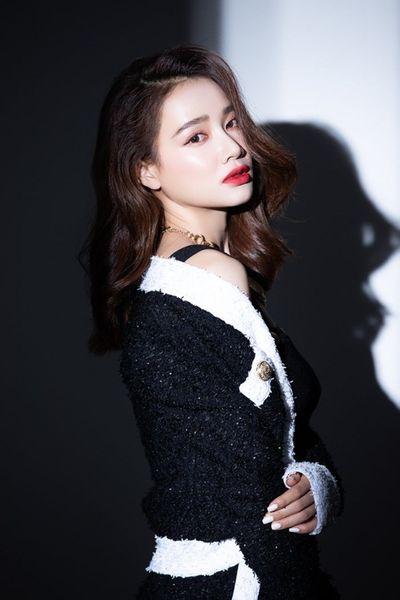 """Nhã Phương khép lại năm 2019 bằng bộ ảnh đẹp lung linh, khoe nhan sắc """"mòn con mắt"""" - ảnh 1"""