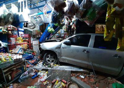Tài xế Trung Quốc lái xe bán tải gây tai nạn ở Bình Dương, 3 nạn nhân nhập viện - ảnh 1