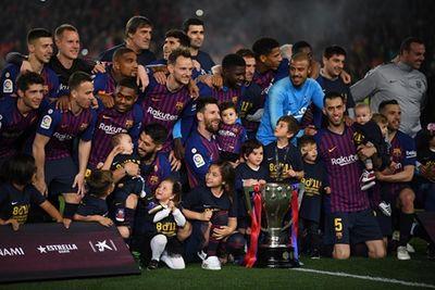Messi lập công, Barca nâng cúp vô địch La Liga sớm 3 vòng đấu - ảnh 1