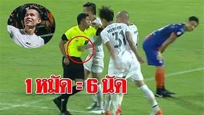 Cầu thủ Thái Lan đấm trọng tài được xóa phạt đột ngột để dự King