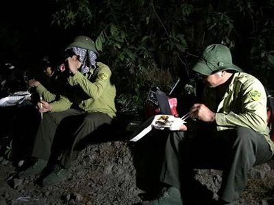 Chủ hàng cơm tiếp tế hơn 1.000 suất ăn miễn phí cho lực lượng chữa cháy rừng Hà Tĩnh - ảnh 1