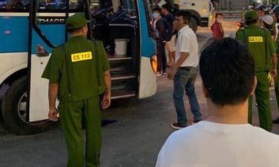 Đồng Nai: Thanh niên bịt mặt khống chế tài xế, cướp tiền táo tợn trên xe khách - ảnh 1