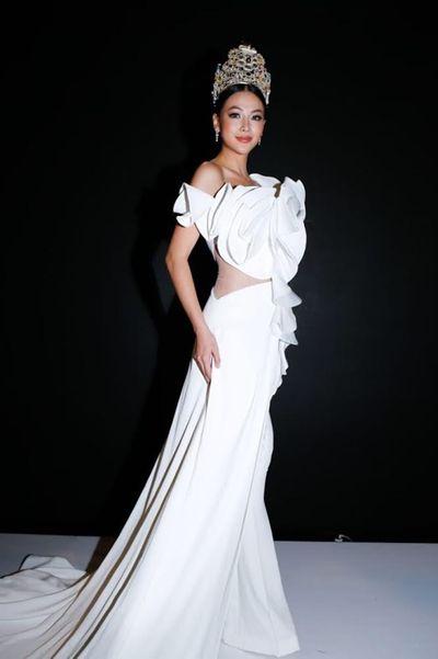 Phương Khánh đẹp lấn áp tân Hoa hậu Trái đất Colombia 2019 vào đêm chung kết - ảnh 1