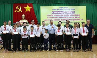 Phó Thủ tướng Trương Hòa Bình thăm, tặng quà gia đình chính sách tại Bình Phước - ảnh 1