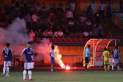 BTC V-League lên tiếng về pháo sáng trên sân Hàng Đẫy: Hà Nội FC chủ quan và thiếu hợp tác - ảnh 1