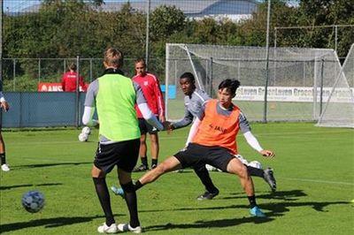 Văn Hậu thi đấu cho đội trẻ Heerenveen trước khi hội quân cùng tuyển Việt Nam - ảnh 1