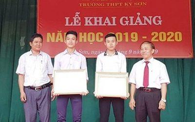 Khen thưởng 2 học sinh dũng cảm cứu người giữa dòng nước lũ - ảnh 1