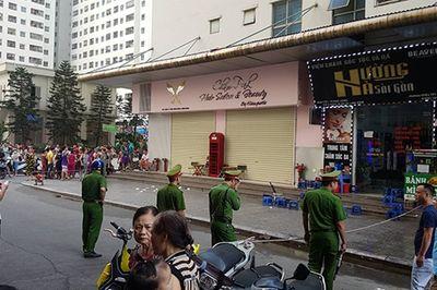 Hiện trường vụ nổ ở chung cư Linh Đàm khiến 4 người bị thương - ảnh 1