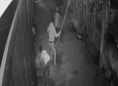 Đồng Nai: Truy tìm nhóm côn đồ chém gục 2 anh em giữa đường - ảnh 1