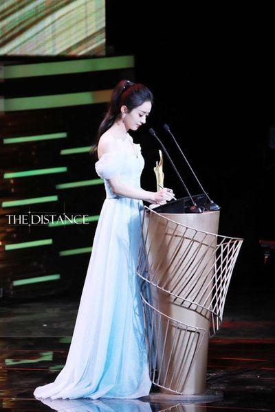 Triệu Lệ Dĩnh hóa nàng Elsa khoe vẻ đẹp mong manh đầy rung động - ảnh 1