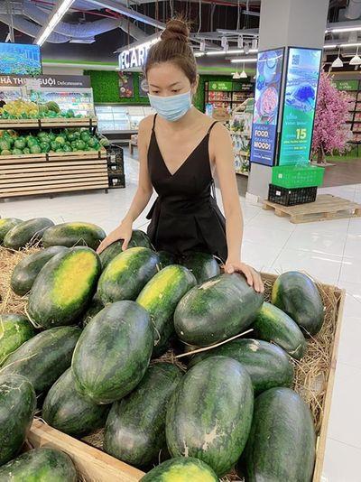 Sao Việt chung tay mua dưa hấu, kêu gọi ủng hộ người nông dân - ảnh 1