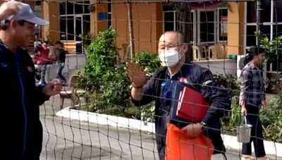 Tin tức thể thao mới nhất ngày 25/2/2020: Ông Park cổ vũ tinh thần thầy trò HLV Mai Đức Chung - ảnh 1