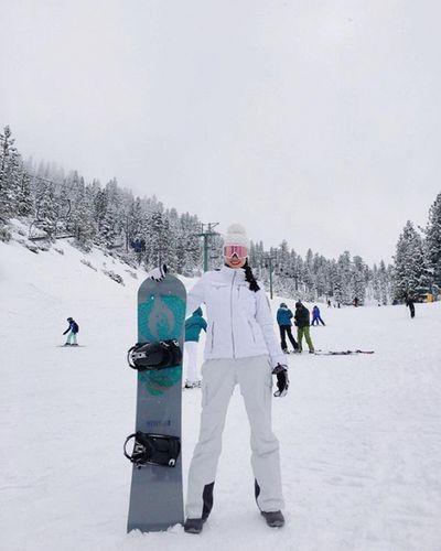 Phạm Hương học Kendall Jenner diện bikini khoe body nóng bỏng giữa trời tuyết - ảnh 1