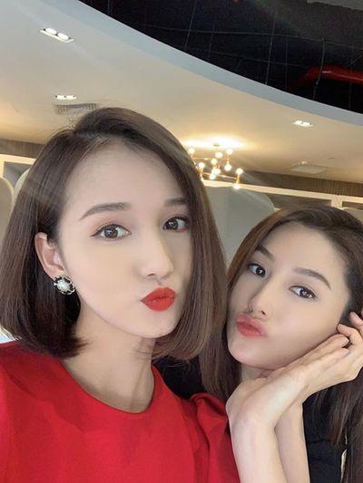 """Ảnh hậu trường đẹp như chụp họa báo của Diễm My 9X, Lã Thanh Huyền ở phim """"Tình yêu và tham vọng"""" - ảnh 1"""