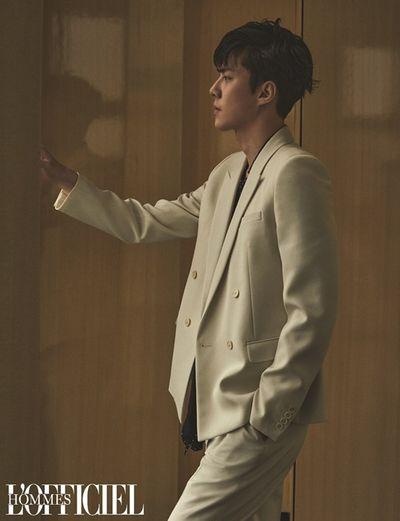 """""""Em út nhà EXO"""" Sehun khiến fan ngây ngất khi hé lộ ảnh """"sương sương"""" trên bìa tạp chí - ảnh 1"""