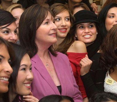 Miss World phủ nhận tin Chủ tịch Julia Morley nhiễm Covid-19 - ảnh 1