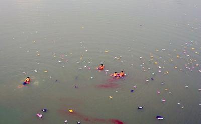 Tìm thấy thi thể người mẹ nhảy cầu tự tử trước mặt 2 con gái ở Bình Phước - ảnh 1