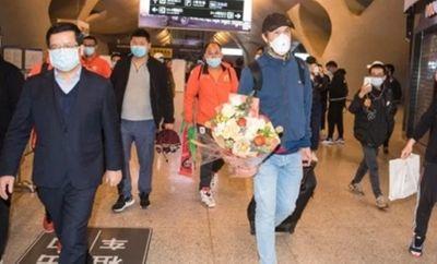 Tin tức thể thao mới nóng nhất ngày 19/4/2020: Cầu thủ Vũ Hán về nhà sau hơn 3 tháng - ảnh 1
