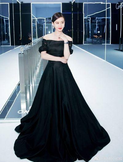 Sao nữ Hoa ngữ diện đầm đen: Người kiêu ngạo như thiên nga, kẻ diễm lệ tựa tiểu thư quý tộc - ảnh 1