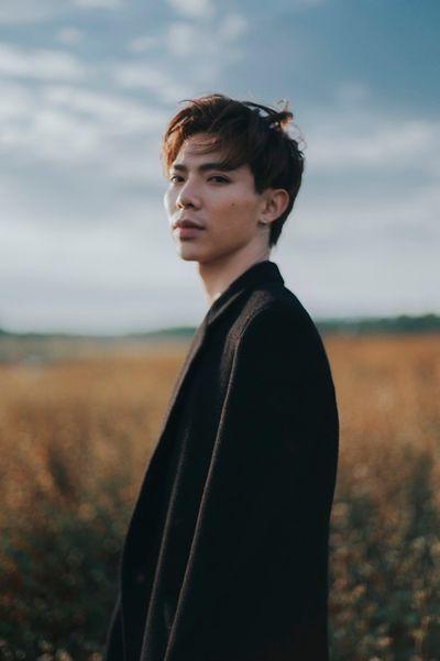 """Erik: Hành trình từ cậu bé gầy nhom ở The Voice Kids đến chàng ca sĩ """"body 6 múi"""" cơ bắp cuồn cuộn - ảnh 1"""