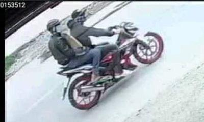 TP.HCM: Truy bắt 2 thanh niên dùng bình xịt hơi cay đi cướp tiệm vàng - ảnh 1