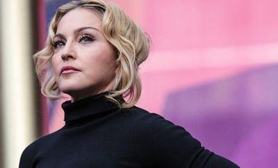 """""""Nữ hoàng nhạc pop"""" Madonna xác nhận nhiễm Covid-19 khi lưu diễn ở Paris - ảnh 1"""