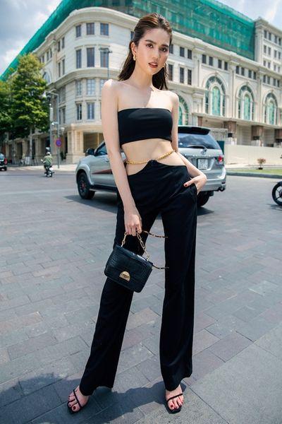 """Ngọc Trinh khoe eo ấn tượng, diện trang phục """"độc"""" không phải ai cũng dám mặc - ảnh 1"""