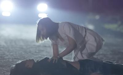 """Tình yêu và tham vọng tập 28: Linh """"lỡ chân"""" khiến Minh bị gã mặt sẹo kề dao vào cổ - ảnh 1"""