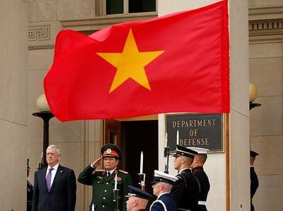 Bộ trưởng Quốc phòng Mỹ và Bộ trưởng Quốc phòng Việt Nam nhất trí kế hoạch gì? - ảnh 1
