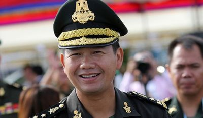 Con cả Thủ tướng Hun Sen nhậm chức tham mưu trưởng quân đội - ảnh 1