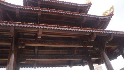 Xôn xao cổng làng được làm bằng gỗ quý trị giá hơn 4 tỷ ở Nghệ An - ảnh 1