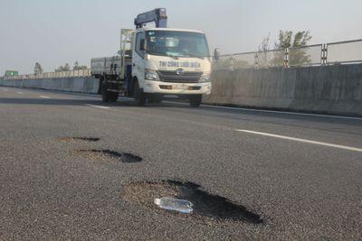 Cao tốc Đà Nẵng - Quảng Ngãi hư hỏng: Có hay không chuyện dùng bùn đắp đường? - ảnh 1