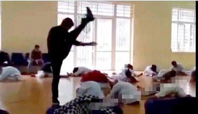"""Vụ thầy dạy võ """"tung cước"""" vào lưng học sinh ở Vĩnh Phúc: Võ sư tự ý vào khu vực học sinh khởi động - ảnh 1"""