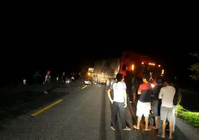 Va chạm với container, 2 thanh niên tử vong tại chỗ - ảnh 1