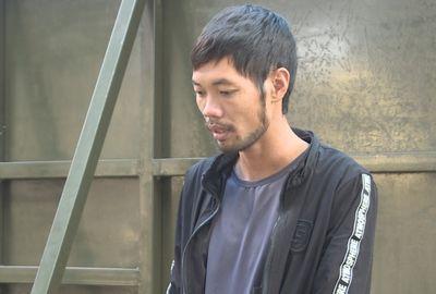 Khởi tố người đàn ông mang tiền án ép 2 mẹ con vào lề đường, giật dây chuyền vàng rồi bỏ chạy - ảnh 1