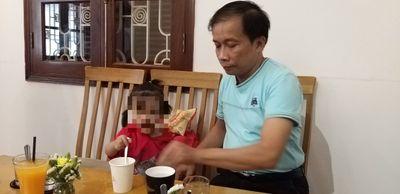 Nghi án bé gái 3 tuổi bị cụ ông 70 tuổi xâm hại: Công an khuyên gia đình không làm lớn chuyện? - ảnh 1